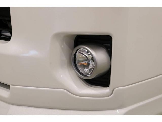 """特別仕様車スーパーGL""""50TH ANNIVERSARY LIMITED""""専用の 高輝度塗装ベゼルのフロントフォグランプ!"""