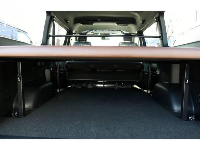 ベッドキットの下に荷物もタップリ収納可能です!