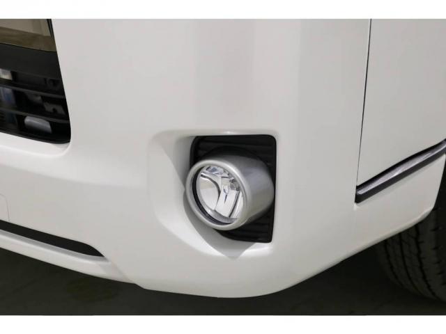 """特別仕様車スーパーGL""""50TH ANNIVERSARY LIMITED""""専用の高輝度塗装ベゼルのフロントフォグランプ!"""