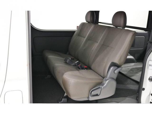 特別仕様車専用のスライドドアのステップにはイルミネーション付きスライドドアスカッフプレート付き!