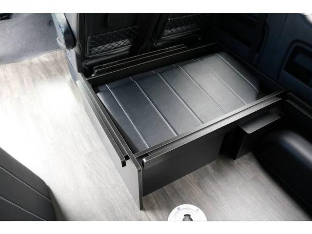 リアのベッドマットはこのBOXに収納可能です!