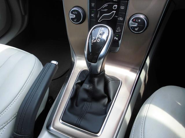 ボルボ ボルボ V40 クロスカントリー T5 AWD ベージュレザー フルセグナビ