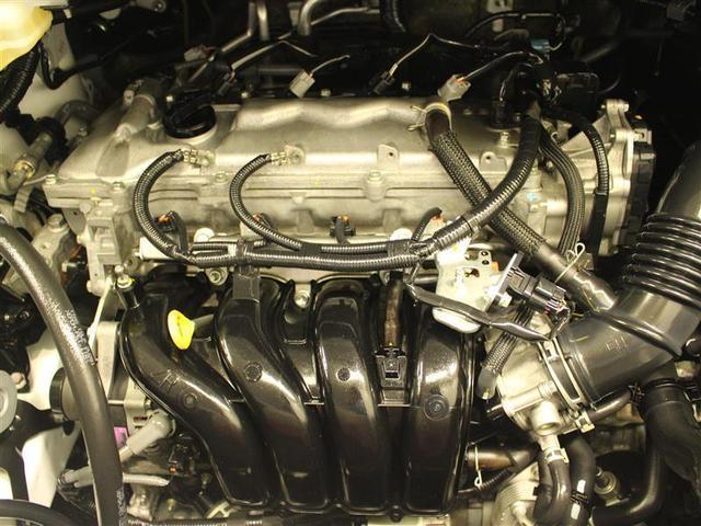 普段はあまり見ないエンジンルーム内も綺麗に仕上げています。
