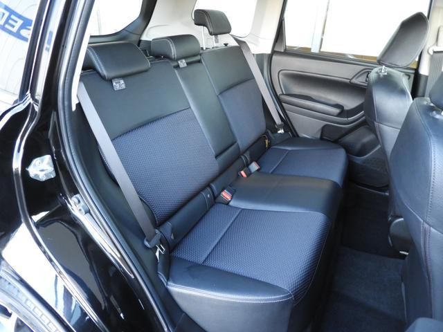 リアシートも前席同様、後席の方が快適に過ごして頂けるようクッション性の高いシートになっています。ISO-FIXチャイルドシートも対応です。