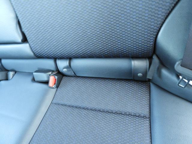 リアシートも居住性十分。ISOーFIXチャイルドシートとアンカーフック対応可能です。お子様がいるお客様も安心ですね。