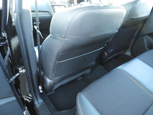 助手席シートバックには収納ポケットを装備。