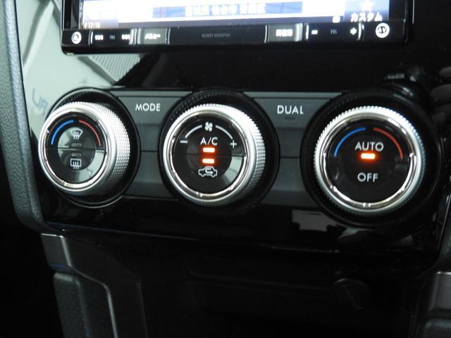 エアコンパネル周りです。操作性を高いボタンとダイアルの組み合わせ。左右独立温度調整機能付で前席左右それぞれの快適さを更に向上させます。風量は左右統一なのでご注意下さいね