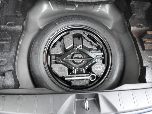 パンク修理キット搭載車も増えてきていますが、アウトドア走行も前提のフォレスターはしっかりスペアタイヤ装備!!、山とかでもしっかり現地で応急対応出来るようになってます。