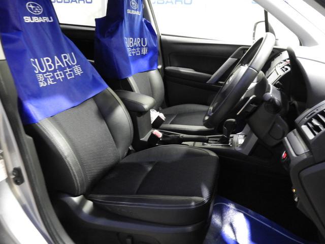 包み込むようにホールド性が高く設計されたシート。パワーシート付でより細かくポジションが設定できます。