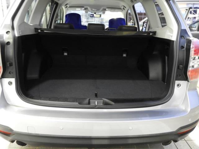 ラゲッジスペースはシートを上げてもこのゆとり。荷物楽々積めちゃいます。