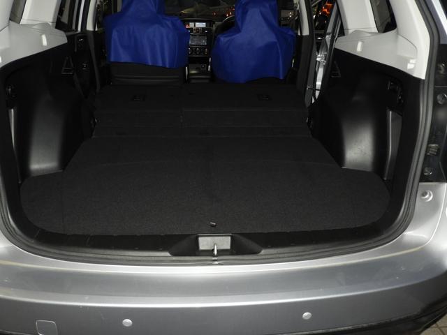 両側シートを可倒するとかなりの容量を確保!室内高も高いので動線確保も室内容量も余裕の広さです。
