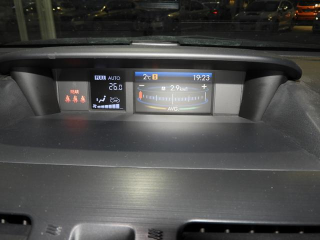 エアコン、燃費をはじめ様々な車両情報を表示するマルチファンクションディスプレイ。画面液晶も大きく、情報を見やすく表示します。
