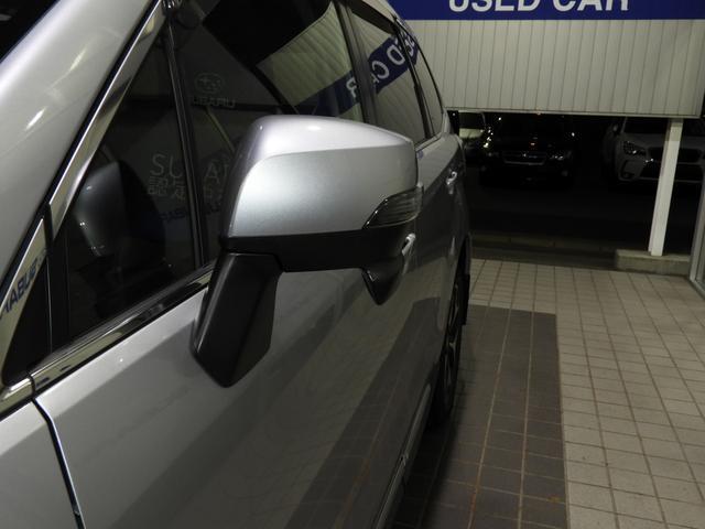 視認性の高いドアミラーターンランプ。対向車や歩行者からの視認性アップで事故を軽減します。