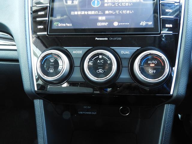 エアコンパネル周りです。操作性を高いボタンとダイヤルの組み合わせ。左右独立温度調整機能付で前席左右それぞれの快適さを更に向上させます。風量は左右統一なのでご注意下さいね