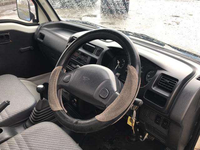 4WD エアコン 5速マンニュアル 軽トラック 2名乗り(8枚目)