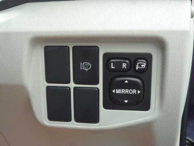 電動格納ドアミラーを装備してます!本体の格納・鏡面の調整がスイッチ操作にて対応可能です!!