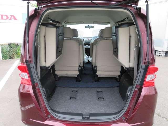 サードシートを収納するとご覧のとおり!大容量の荷室が完成です!