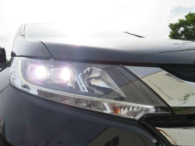 切れにくく明るさ抜群!LEDヘッドライト装備