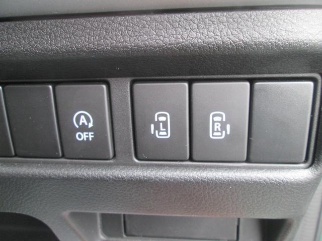 運転席から電動スライドドアを操作するためのスイッチ