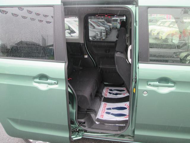 小さなお子様や高齢者の方の乗降時の補助として左右リヤドア開口部にアシストグリップを備えます