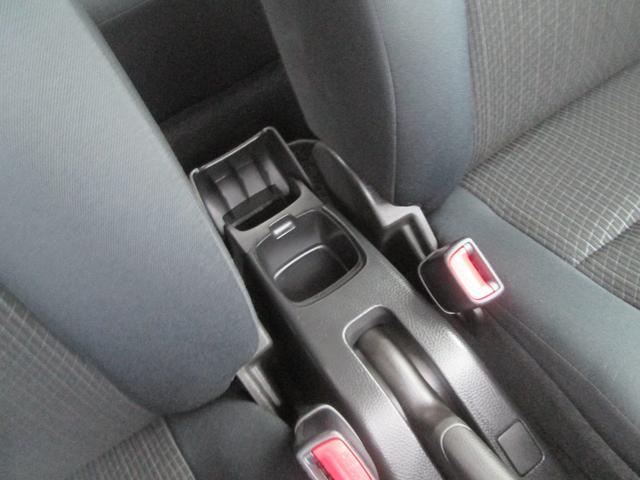 運転席と助手席の間にカップホルダー