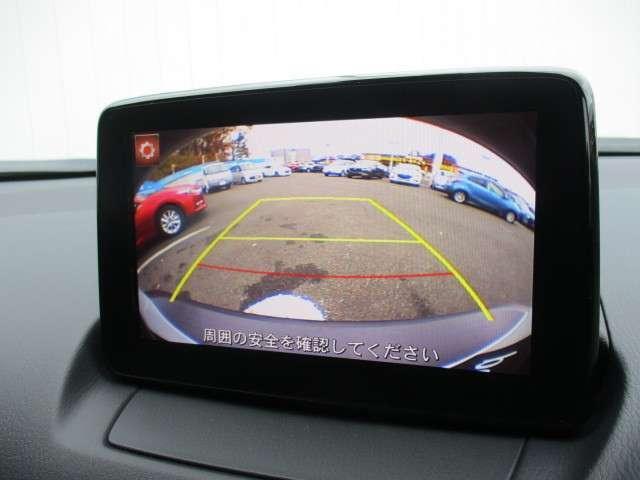 バックのカメラは目では直接確認しづらいエリアの安全確認をサポート。自然なモニター映像で確認したいエリアの状況を把握しやすく、運転操作をサポートするモニターです