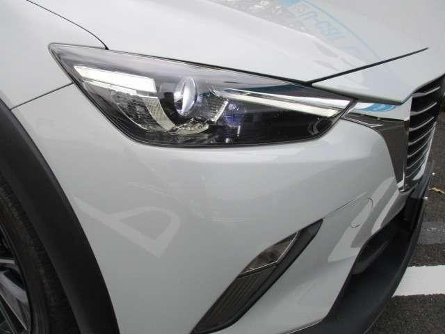 LEDヘッドライトで夜間の前方視界を良好にします。またオートライトシステムで点灯・消灯を自動でします。高速道路のトンネルでも便利です。