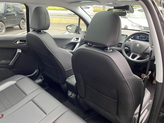 アリュール 内外装上物 フルセグナビ ガラスルーフ バックソナー 日本語対応タッチスクリーン アクティブシティブレーキ ETC オートエアコン ハーフレザーシート 純正16インチAW(12枚目)