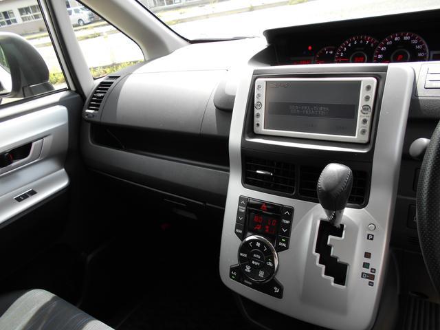 トヨタ ヴォクシー ZS 4WD 両側Pスライドドア