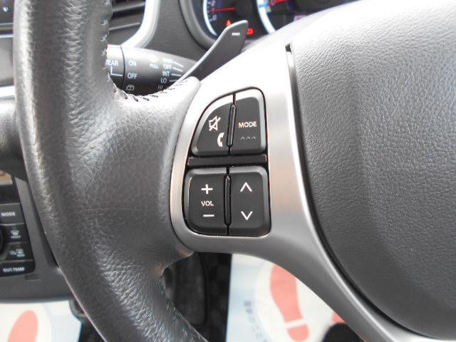 ステアリングには様々なスイッチが付いておりますので運転しながらの操作も楽ちんです♪