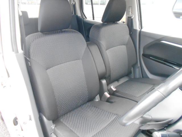 前席はベンチシートとなっておりますので室内空間としてもゆったりお使いいただけます♪また、運転席シートヒーター機能付きなので寒い冬など特に便利です!女性には嬉しいですね♪