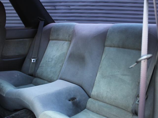 後部座席は2名乗車!足元も窮屈感を感じさせない広さです♪
