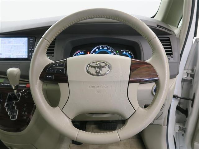 【快適な操作性の運転席】