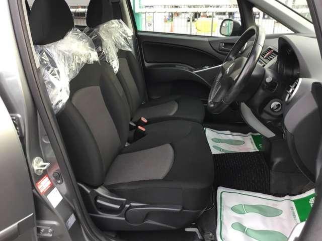 クールベリー ブラックインテリア キーレスエントリー 電動テールゲート ETC車載器 ベンチシート アームレスト 1年間走行距離無制限の中古車保証付き(有償となりますが1年又は2年間の保証の延長も可能です)(13枚目)
