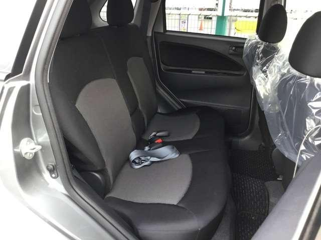 クールベリー ブラックインテリア キーレスエントリー 電動テールゲート ETC車載器 ベンチシート アームレスト 1年間走行距離無制限の中古車保証付き(有償となりますが1年又は2年間の保証の延長も可能です)(14枚目)