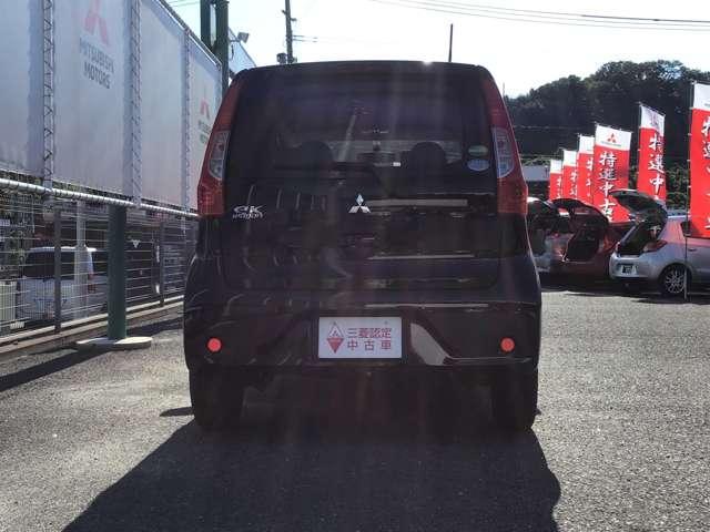 M キーレスエントリー アイドリングストップ タッチパネル式オートエアコン プライバシーガラス リアワイパー ベンチシート シートヒーター 1年間走行距離無制限の中古車保証付き(1年又は2年間の延長も可)(3枚目)