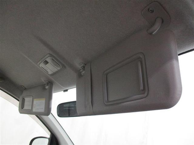運転席・助手席にバニティーミラー付サンバイザーを採用、移動の合間にお化粧直しが出来ますよ!