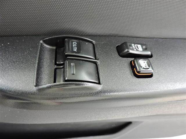 パワーウィンド付きで、走行中の換気や駐車場のチケット受け取りもラクラクです。