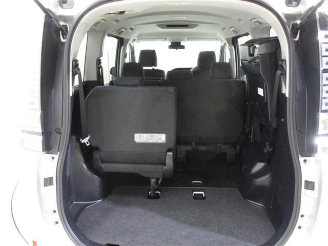 サードシートはワンタッチで折りたためて、さらに広いラゲージスペースが出現します!