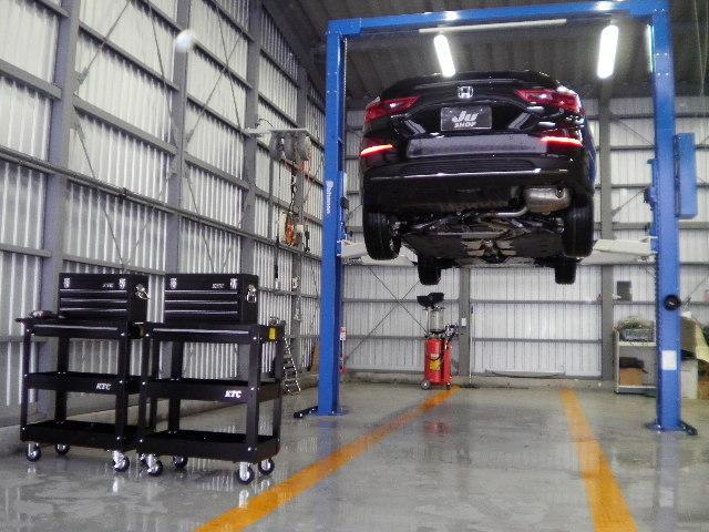 安心認証工場で自社工場完備車両専用リフト5基設置しておりメカニック5人でサポートさせていただきます。