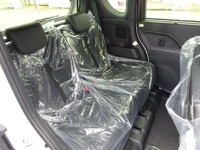 カスタムXスタイルセレクション 4WD 届出済未使用車 ナビ装着用アップグレードパック スマアシ 両側パワースライドドア LEDヘッドライト シートヒーター 純正マット・純正バイザー・スタッドレス・アルミホイール付き(8枚目)