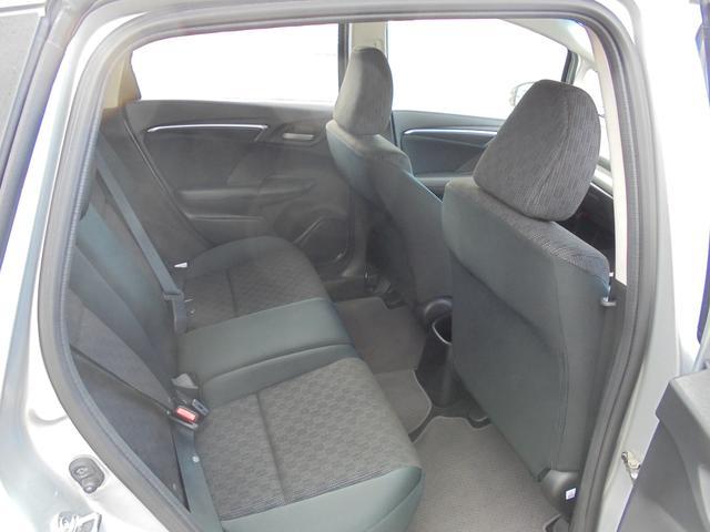 ホンダ フィット 13G・Fパッケージ 4WD SDナビ スマートキー 寒冷地