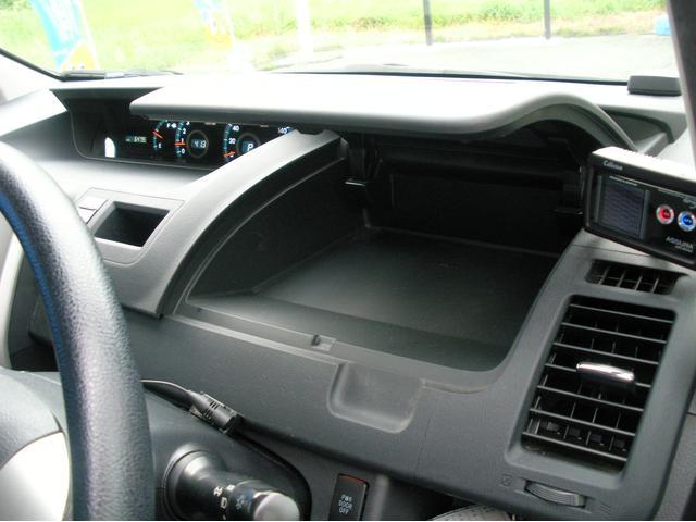 トヨタ ヴォクシー X Lエディション 4WD 7人乗り 左パワースライド ナビ