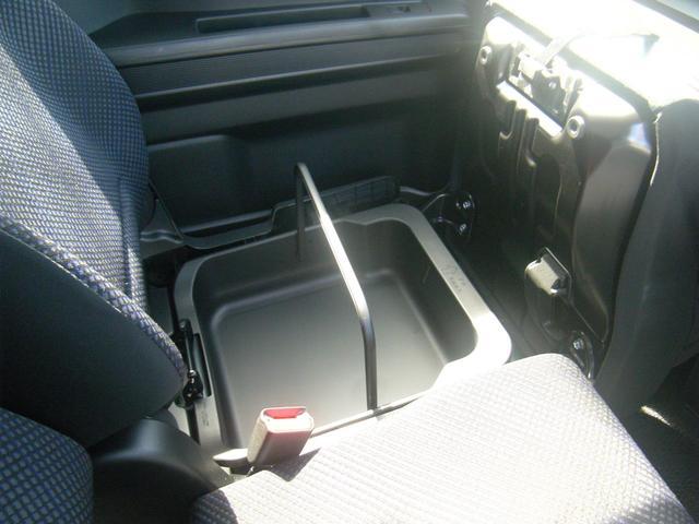 ハイブリッドFZ 4WD 全方位モニター用カメラパッケージ ヘッドアップディスプレイ LEDヘッドライト デュアルセンサーブレーキサポート 横滑り防止機能 オートエアコン スマートキー2個 シートヒーター オプション色(18枚目)