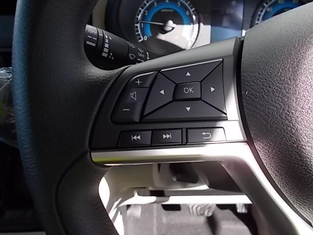 X 4WD 届出済未使用車 アラウンドビューモニター ハンズフリーオートスライドドア プッシュスタート シートヒーター(6枚目)