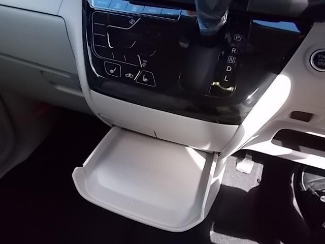 X 4WD 届出済未使用車 アラウンドビューモニター ハンズフリーオートスライドドア プッシュスタート シートヒーター(9枚目)