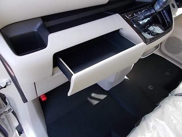 X 4WD 届出済未使用車 アラウンドビューモニター ハンズフリーオートスライドドア プッシュスタート シートヒーター(17枚目)
