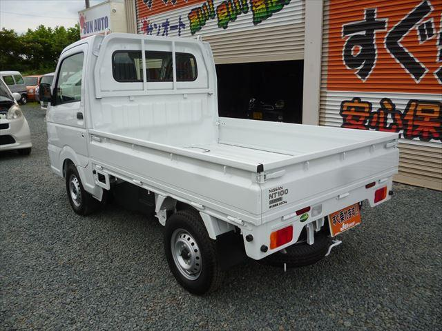 日産 NT100クリッパートラック DX エアコンパワステ付4WD 5速マニュアル届出済未使用車