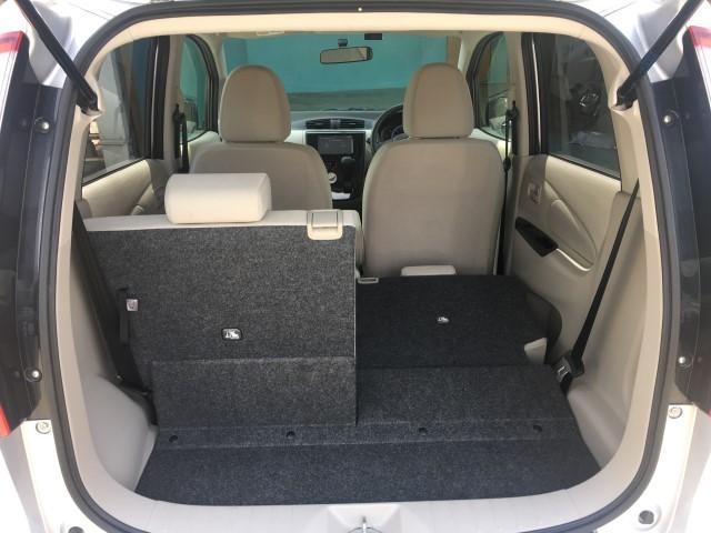 広くて使い勝手の良いトランクルーム!!分割可倒式のリアシートは、長い荷物も積み込めて、人も乗れる便利な機能です!!