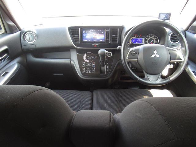 G カスタム/4WD/社外ナビ(フルセグTV/DVD/Bluetooth)/インナーミラーバックカメラ/両側パワースライドドア/HIDヘッドライト/横滑り防止装置/アイドリングストップ/スマートキー(4枚目)